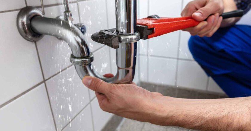 Praca hydraulika nie zawsze jest prosta i przyjemna